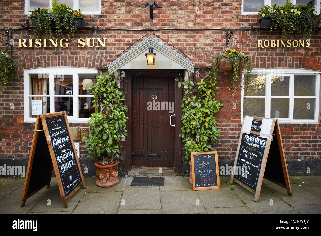 Tarporley village cheshire Rising Sun Pub door picturesque pretty bustling village heart of the Cheshire Quality deluxe luxury & Tarporley village cheshire Rising Sun Pub door picturesque pretty ...