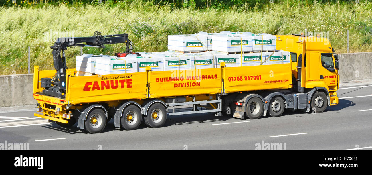 Transportation logistics Canute Building Materials crane off load hgv articulated trailer lorry transporting 'Tarmac' - Stock Image
