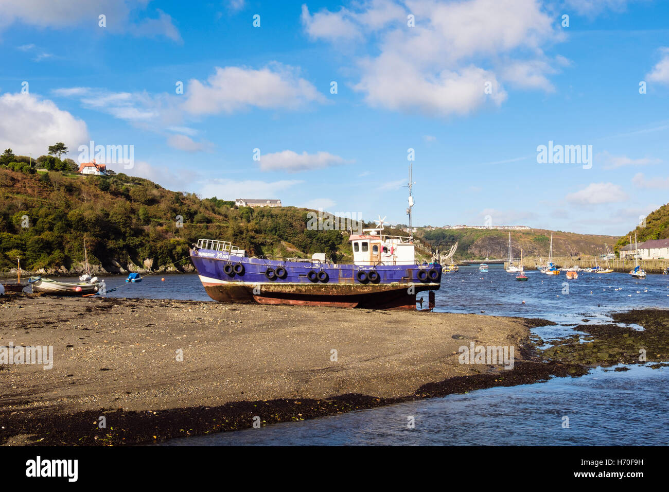 Old fishing boat beached in port on Afon Gwaun River estuary. Lower Fishguard (Abergwaun), Pembrokeshire, Wales, - Stock Image