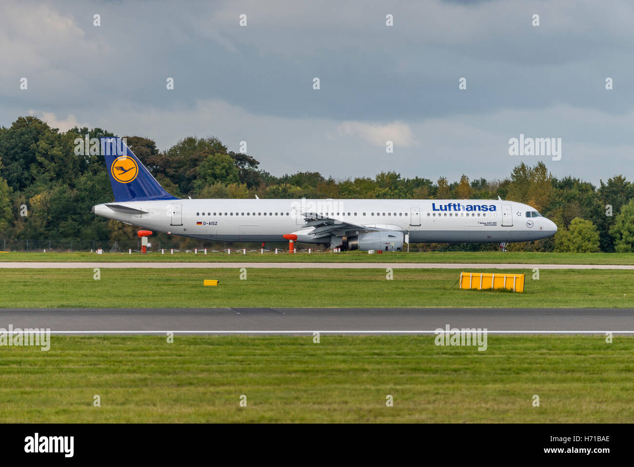 Airbus A320-214 - 5557 D-AIZS Lufthansa Manchester Airport England. - Stock Image