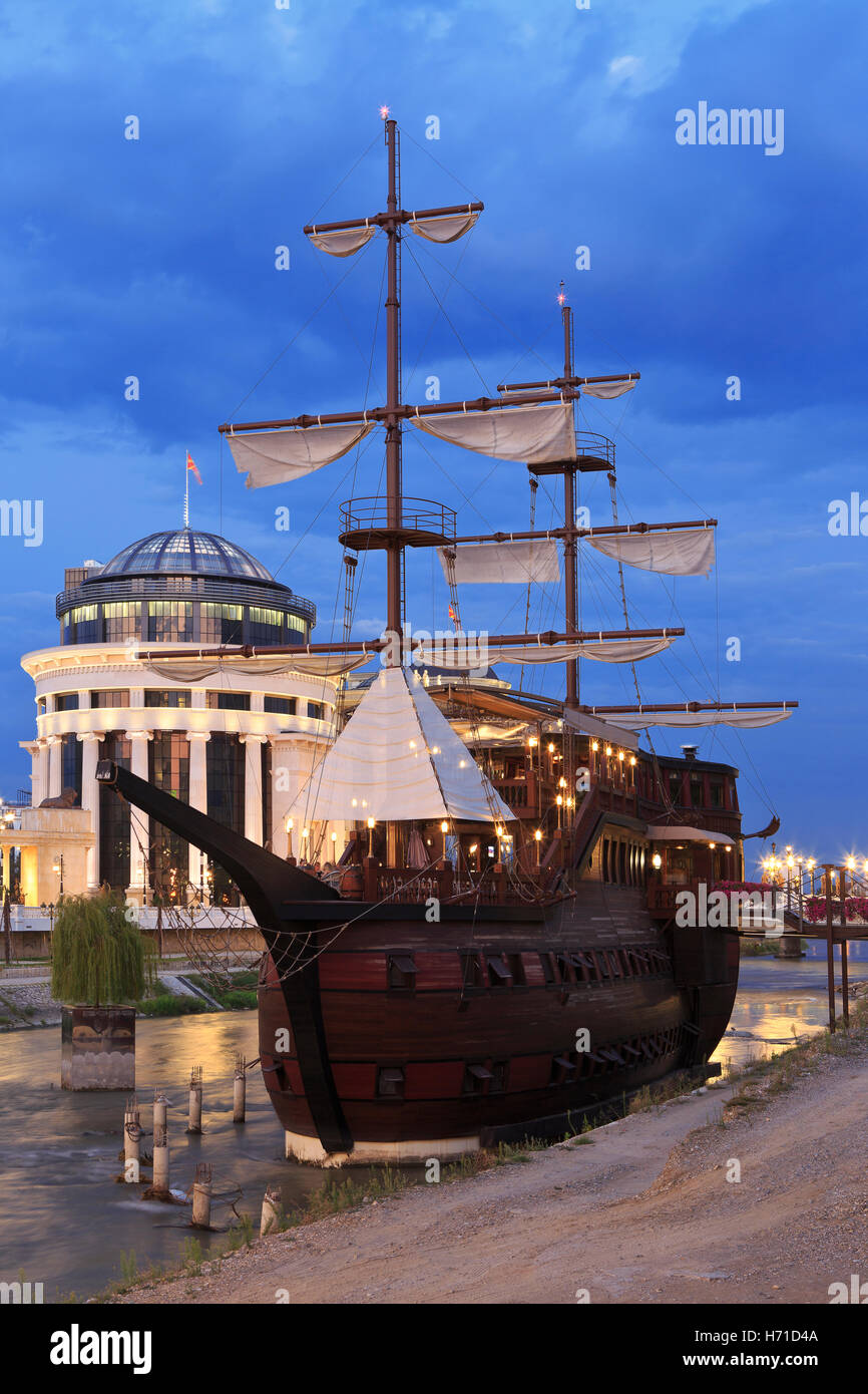 Riverside galleon restaurant in Skopje, Macedonia - Stock Image