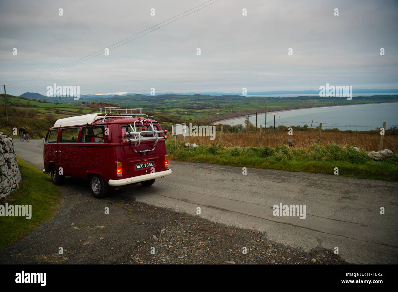Vacations in north Wales: A classic VW volkswagen T2 campervan on a narrow country lane overlooking Hells Mouth - Stock Image