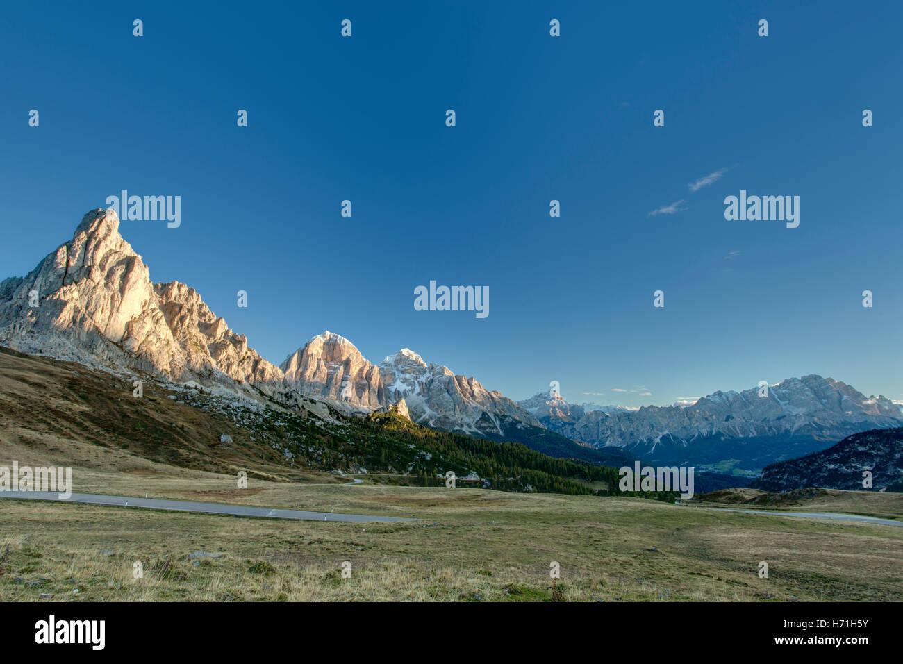 Italian Dolomites Near Cortina d'Ampezzo  Italiano Dolomiti Vicino Cortina d'Ampezzo - Stock Image