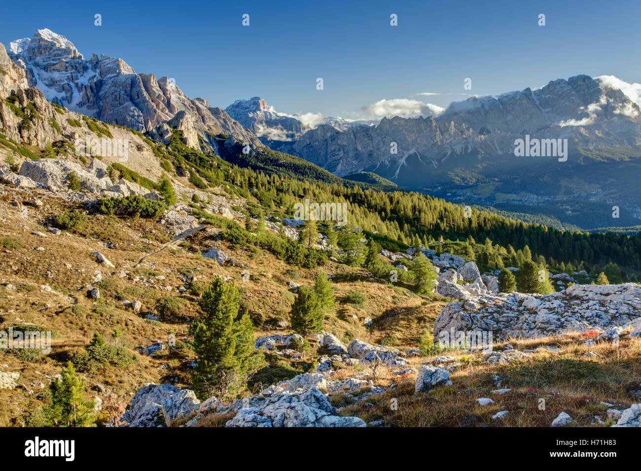 Italian Dolomites Near Cortina d'Ampezzo  Italiano Dolomiti Vicino Cortina d'Ampezzo Stock Photo