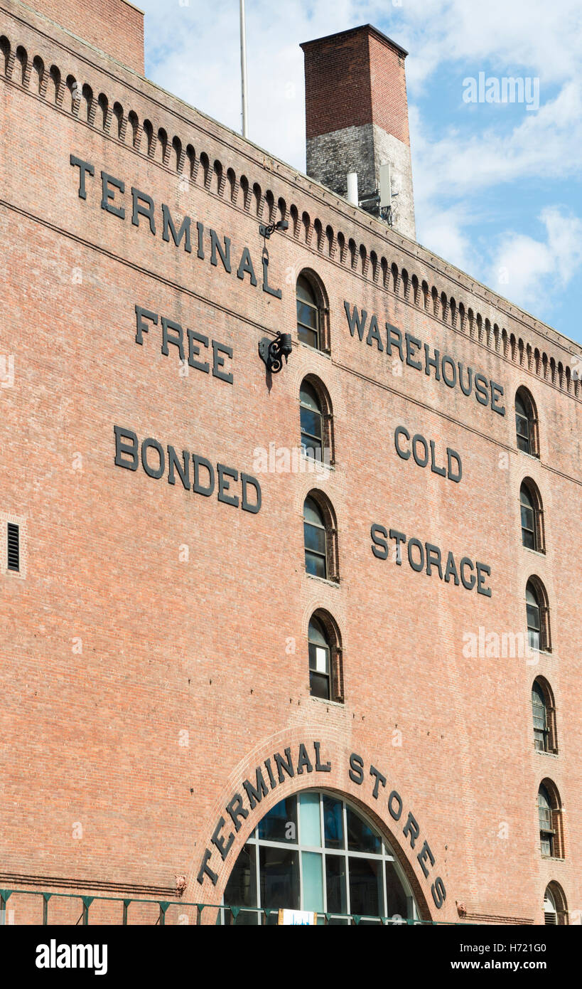 Red brick facade of the Terminal Stores (Central Stores) warehouse in Chelsea, New York City - Stock Image