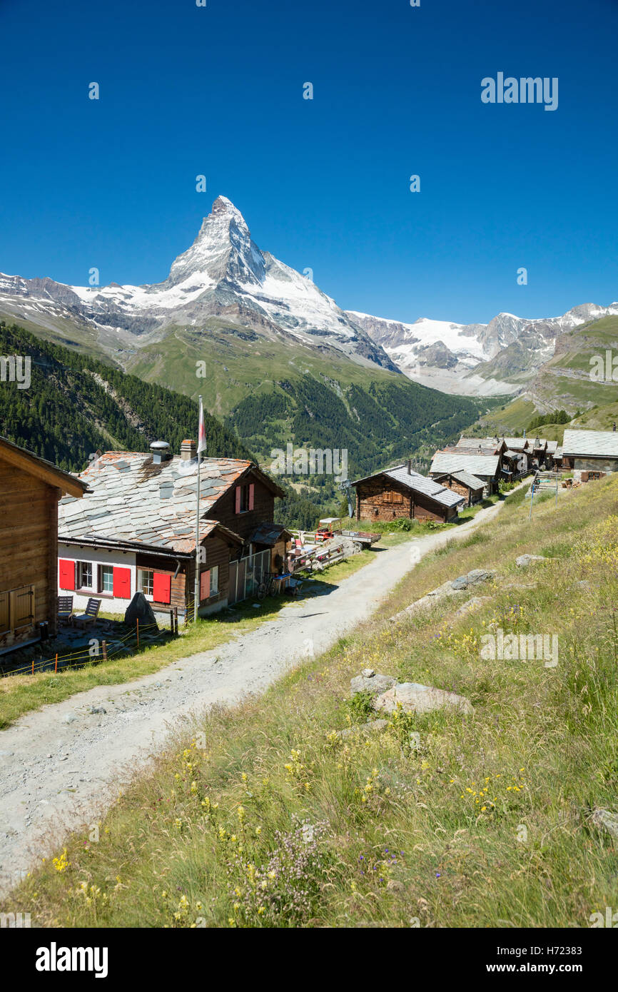 Findeln hamlet beneath the Matterhorn, Zermatt, Pennine Alps, Valais, Switzerland. - Stock Image
