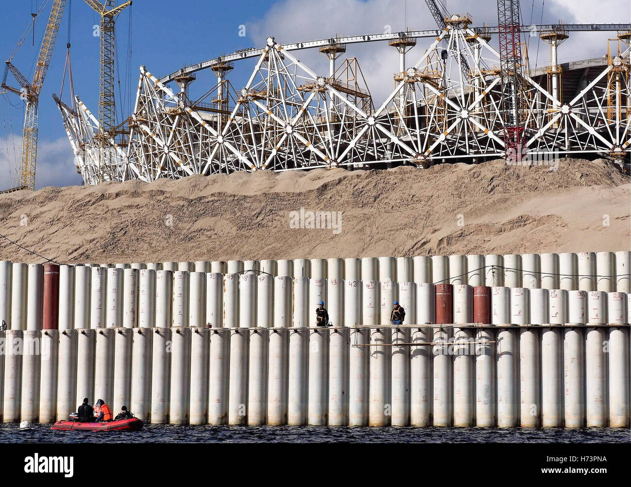 Volgograd, Russia. 2nd Nov, 2016. The construction site of a belt road along the Volga River. In addition to the - Stock Image