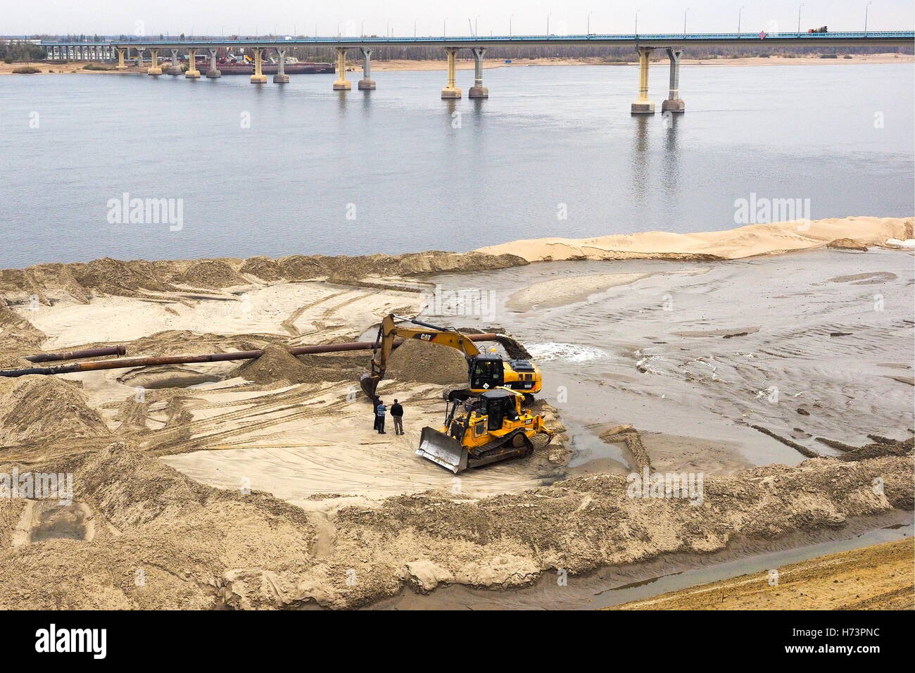 Volgograd, Russia. 2nd Nov, 2016. The construction site of a belt road along the Volga River. In addition to the Stock Photo