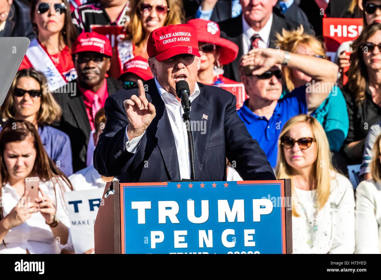 f676746d Orlando, Florida, USA. 2nd November, 2016. Donald Trump Rally on Tuesday