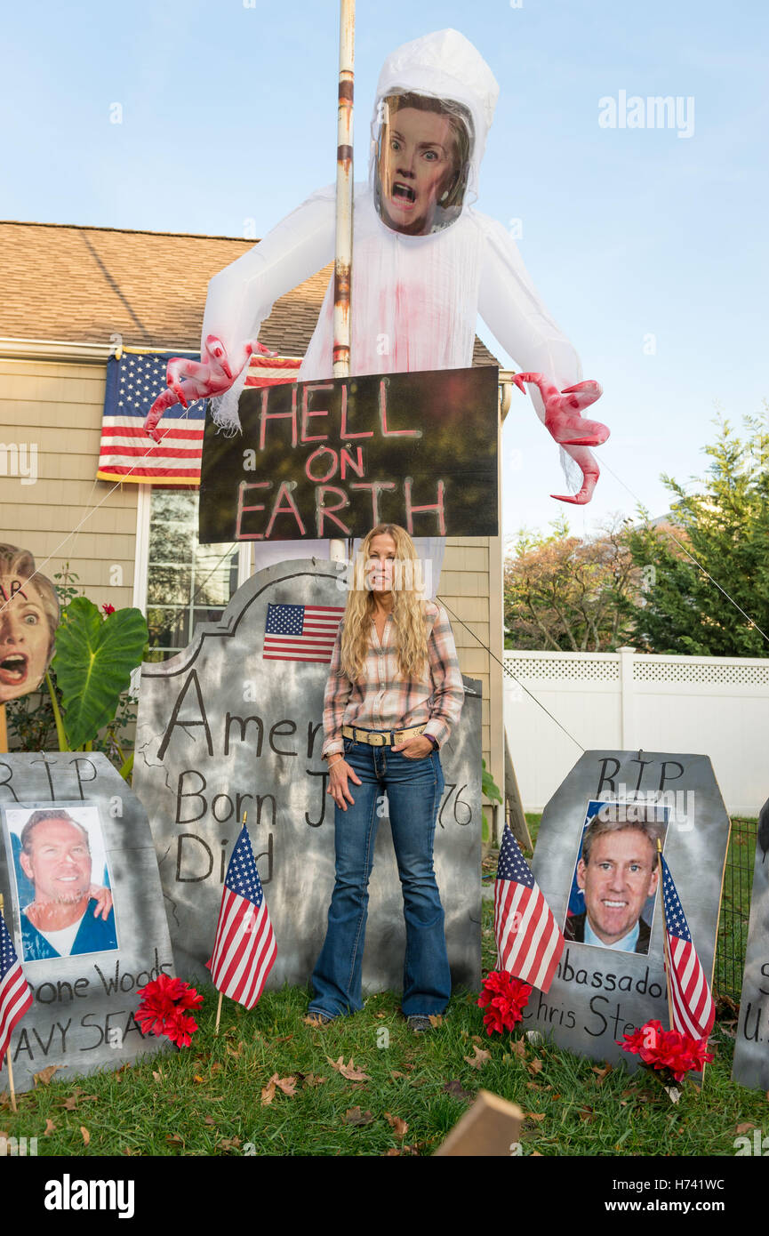 Bellmore, New York, USA. 2nd Nov, 2016. EILEEN FUSCALDO, a Donald Trump Supporter, stands in a graveyard display - Stock Image