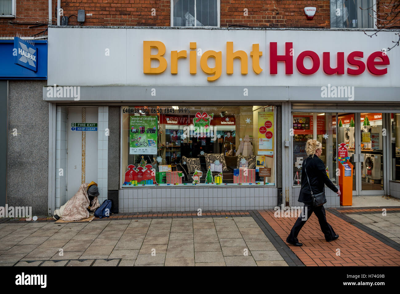 A rough sleeper outside a Bright House shop in Scunthorpe - Stock Image