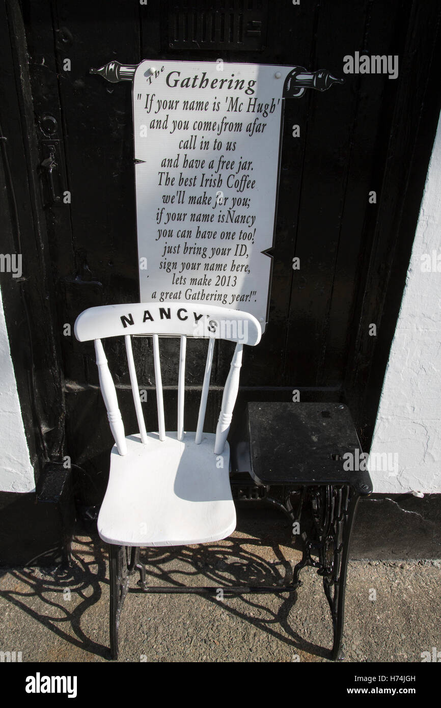 Nancy's Bar Chair Sign, Ardara, Donegal, Ireland - Stock Image