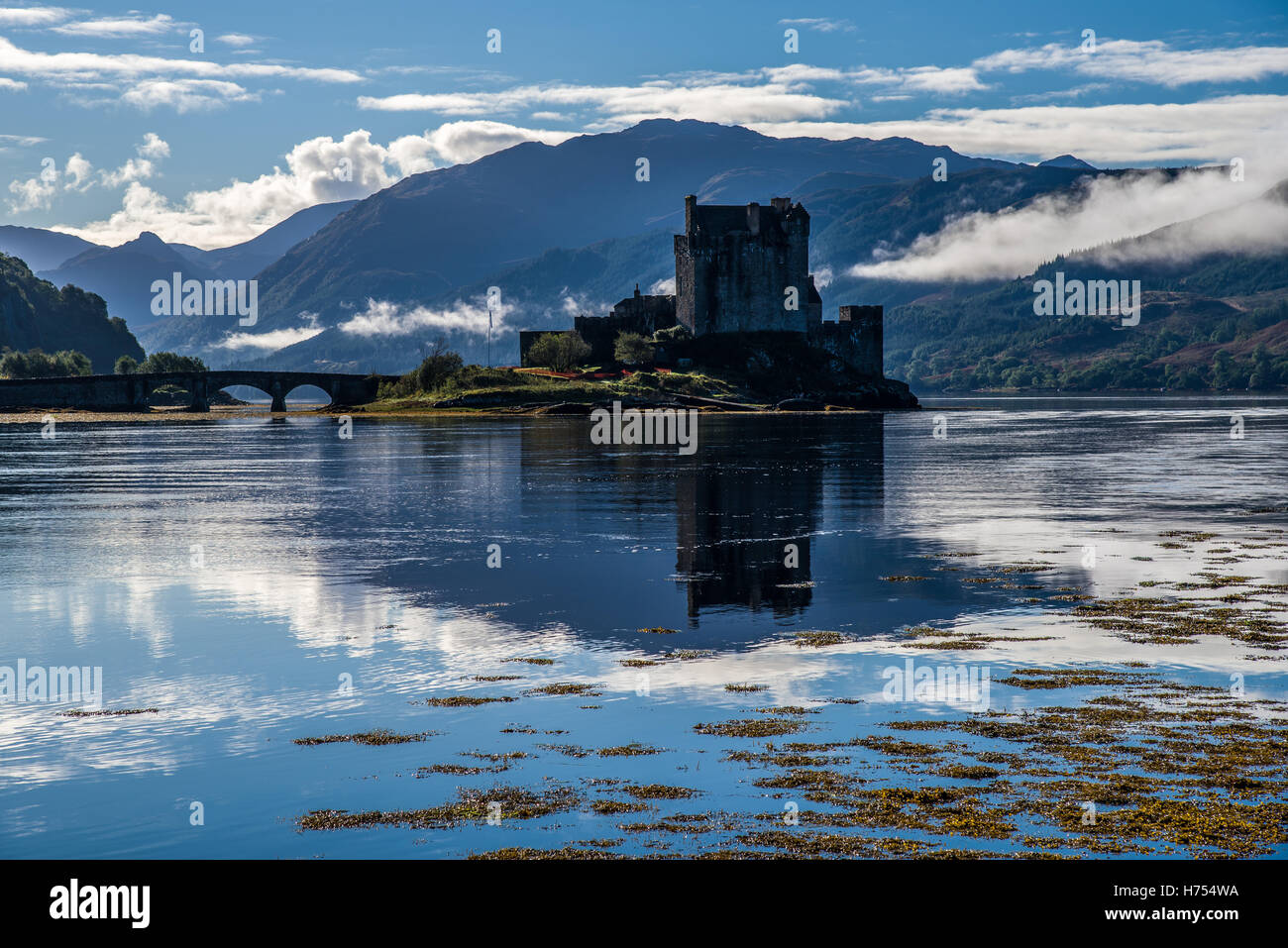 Low morning mist at Eilean Donan Castle - Stock Image