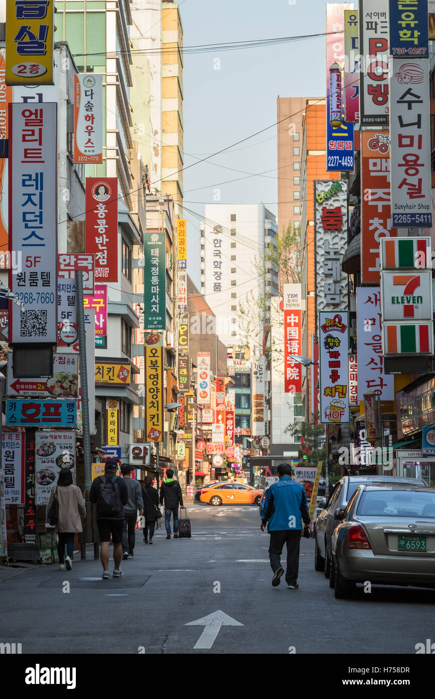 People walking at the Jongno 2(i)-ga street in Jongno District (Jongno-gu) in Seoul, South Korea, in the morning. Stock Photo