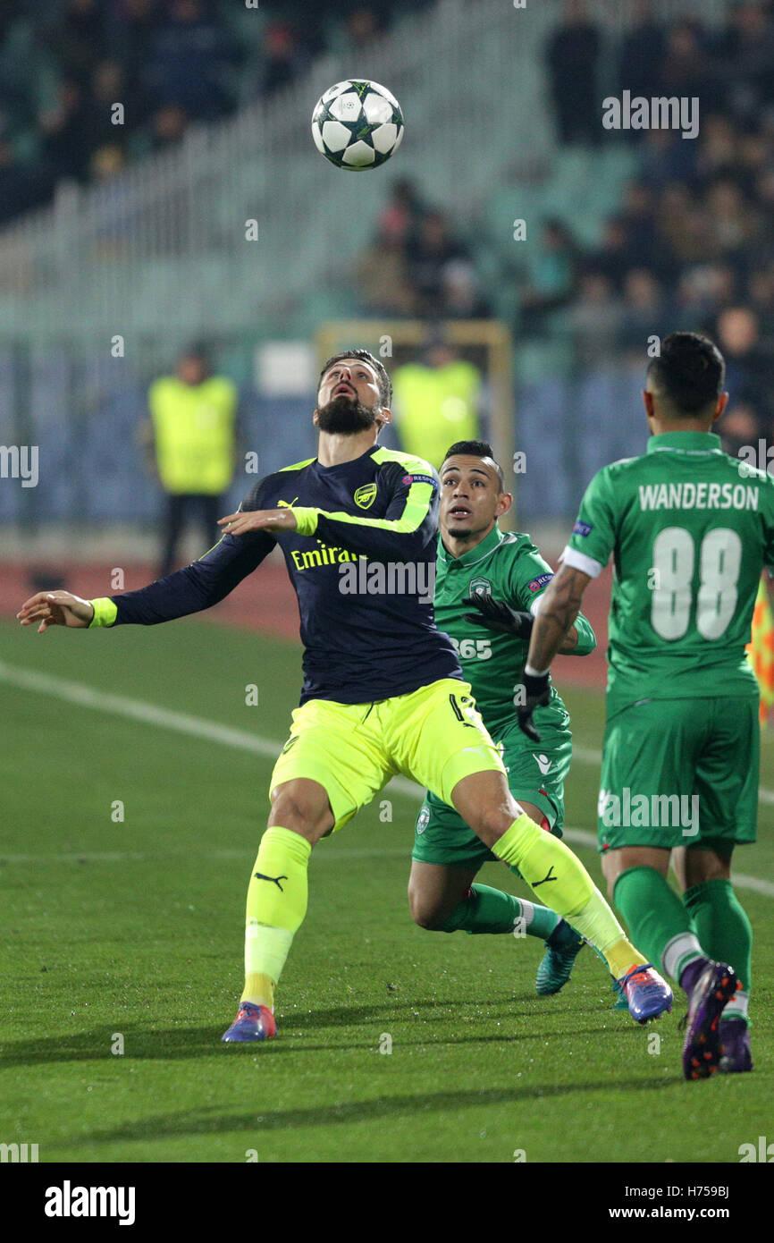 Sofia, Bulgaria - November 1, 2016: Arsenal's Defender Shkodran Mustafi challenges Palomino Natanael during - Stock Image