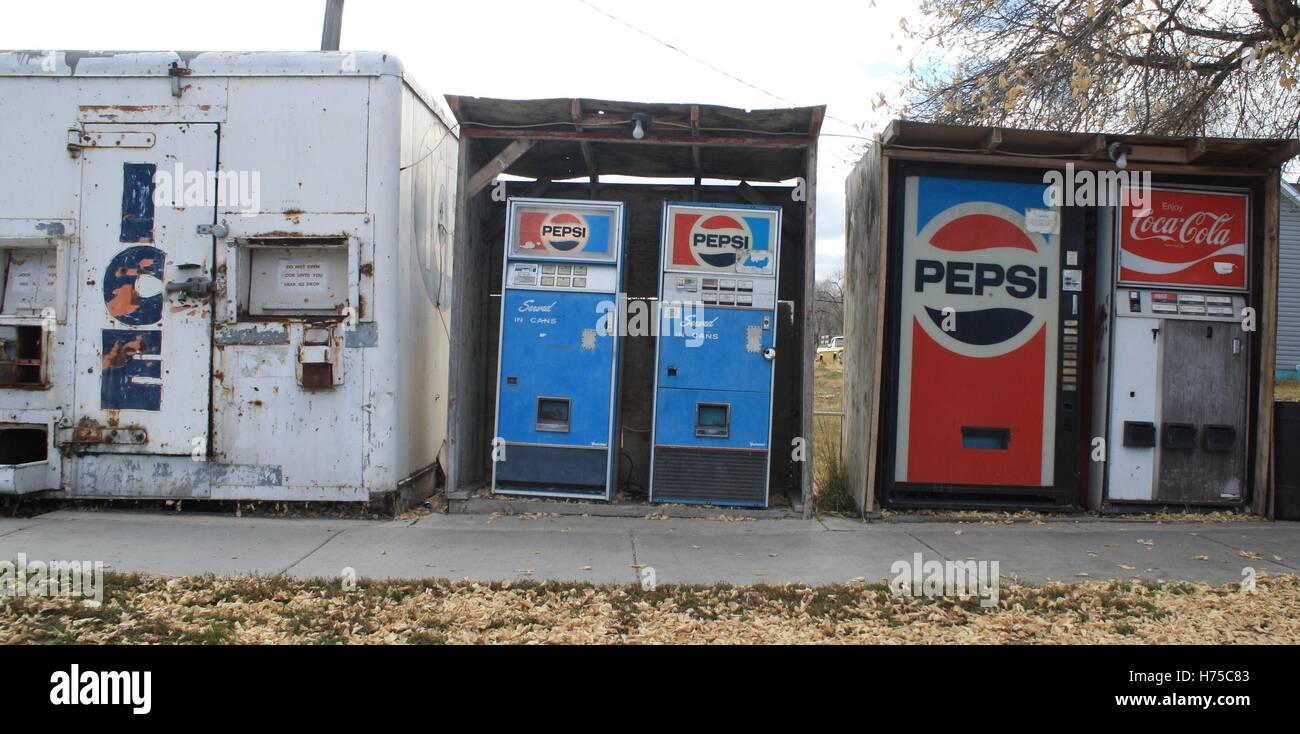 Antique Vintage Old Fashion Pepsi Soda Coke Pop Vending Machine