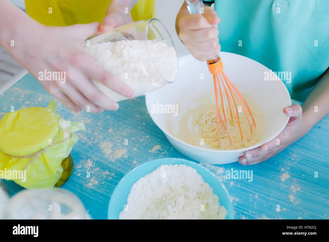 Kitchen Helper Stock Photos & Kitchen Helper Stock Images - Alamy