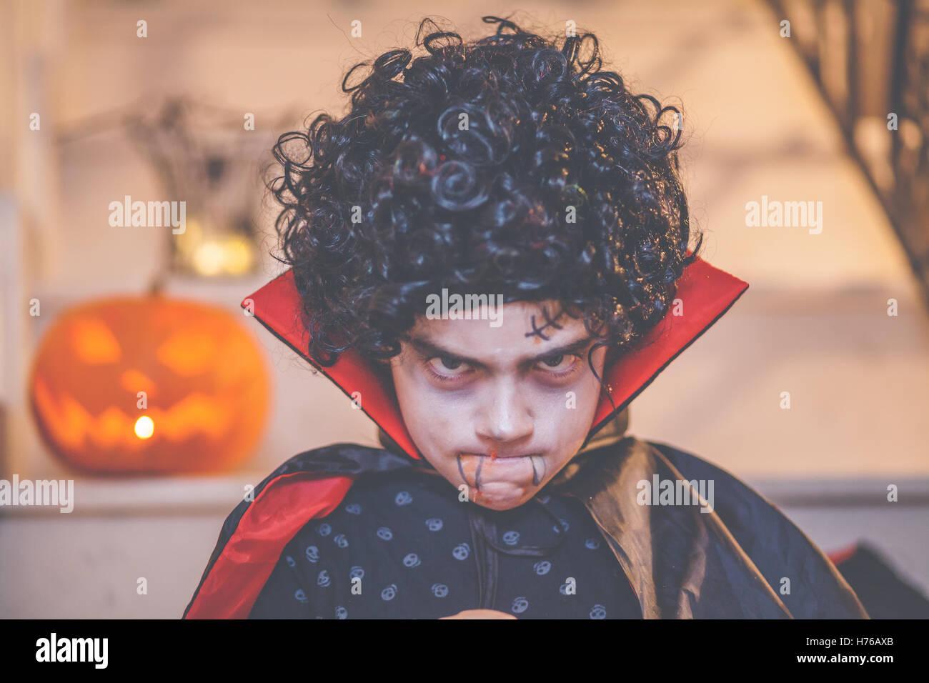 Boy wearing dracula halloween costume - Stock Image