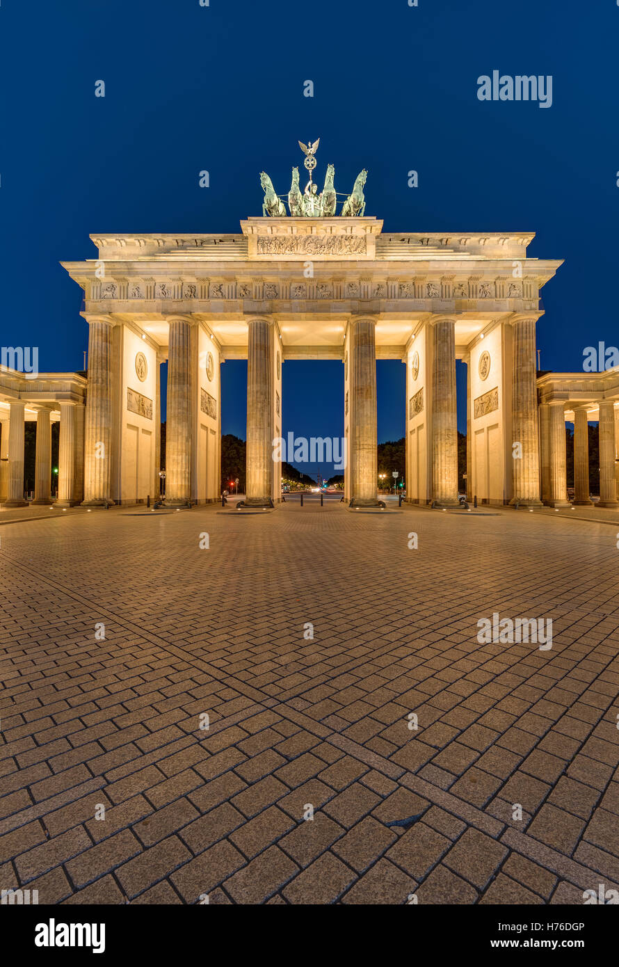 The famous Brandenburger Tor in Berlin at night - Stock Image