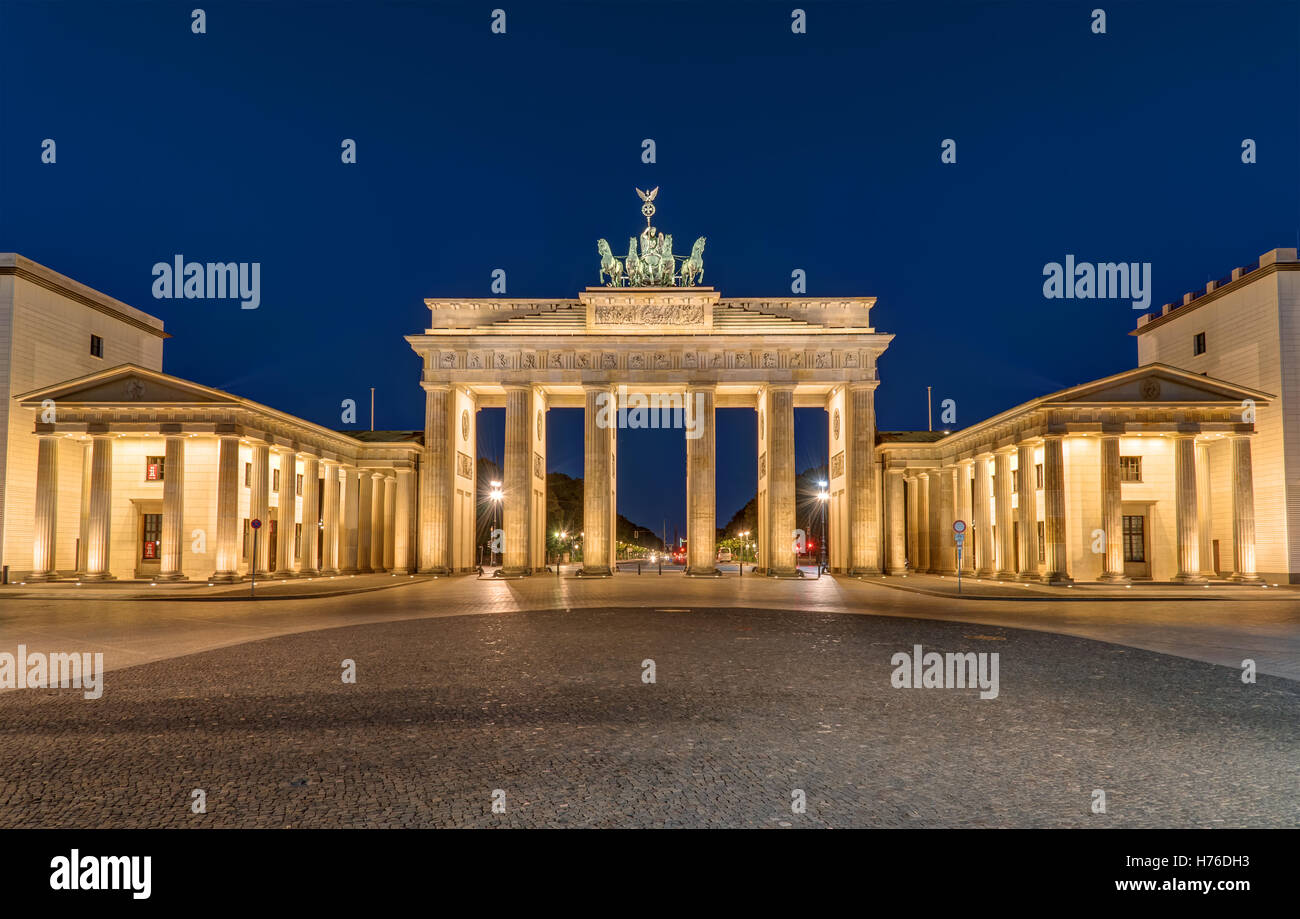 Berlins most famous landmark, the Brandenburger Tor, at night - Stock Image