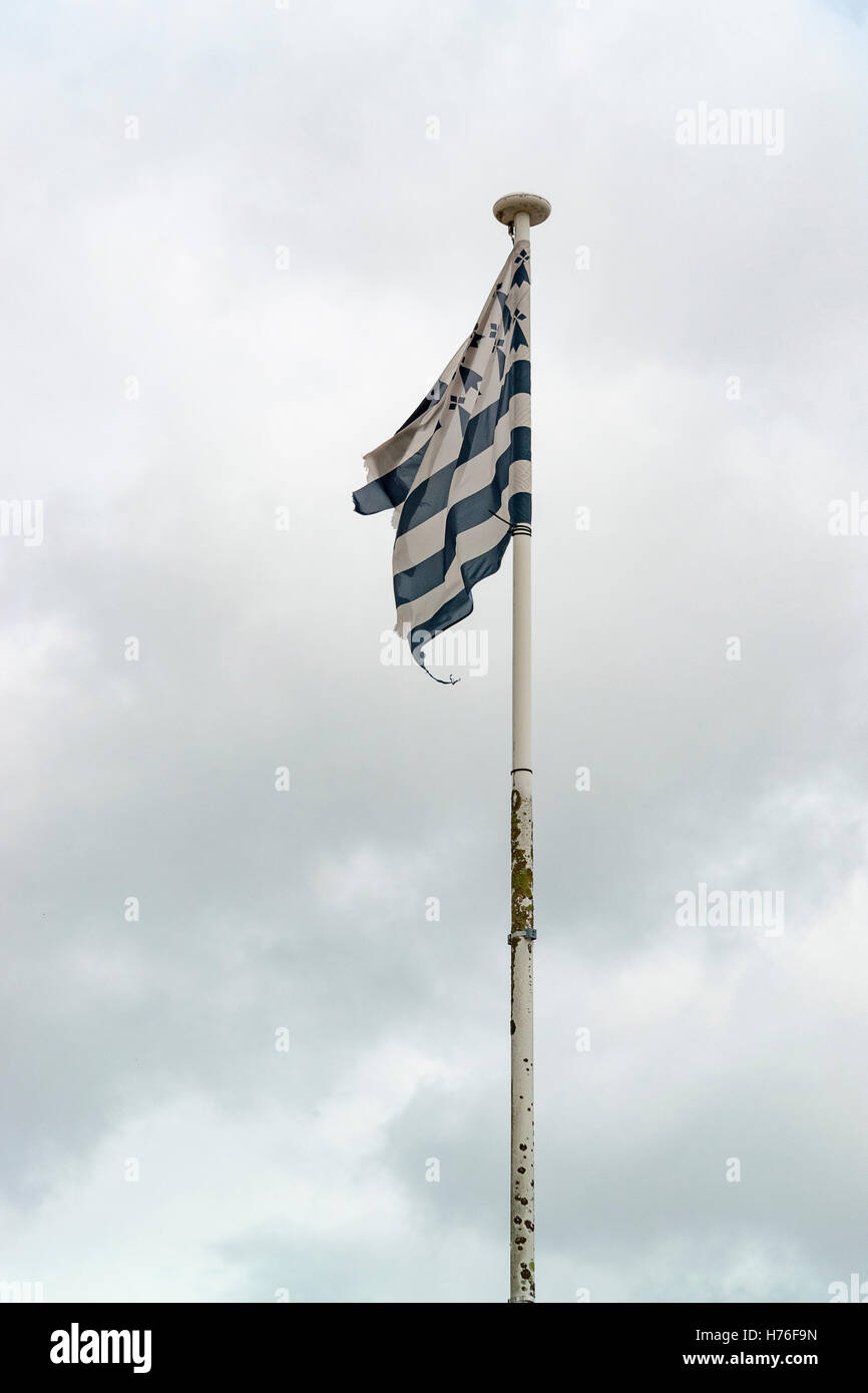 flagpole with breton flag in front of clouded sky - Stock Image