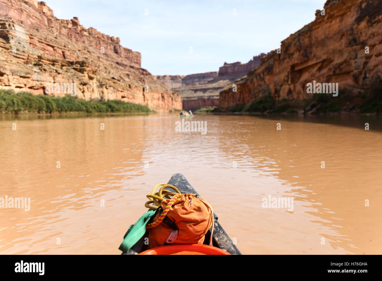 The colorful bow of a canoe while paddling down the Green River (after a flooding rain) to the confluence of the - Stock Image