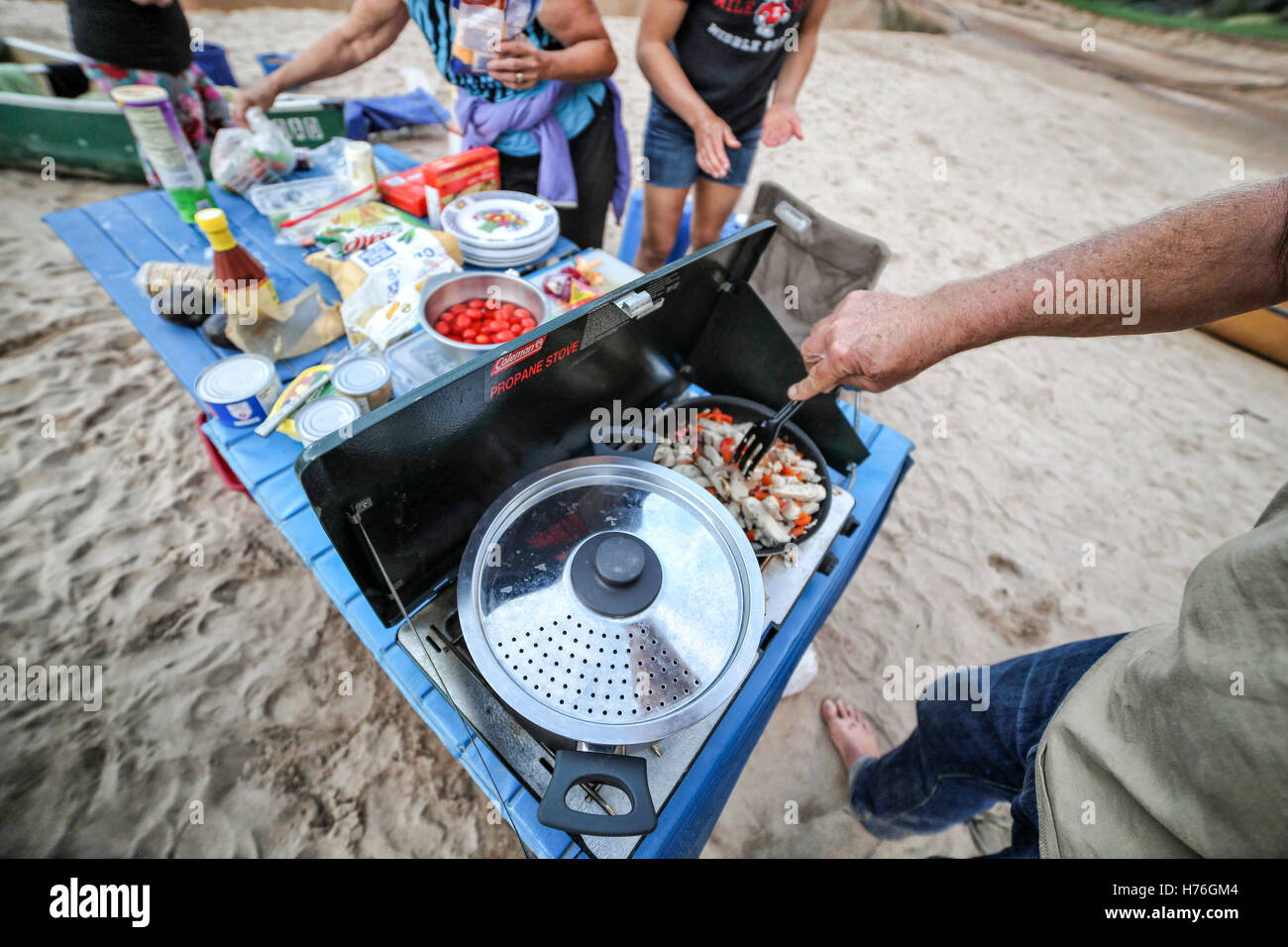 River camp cooking on the Green River in Canyonland National park in Utah. - Stock Image