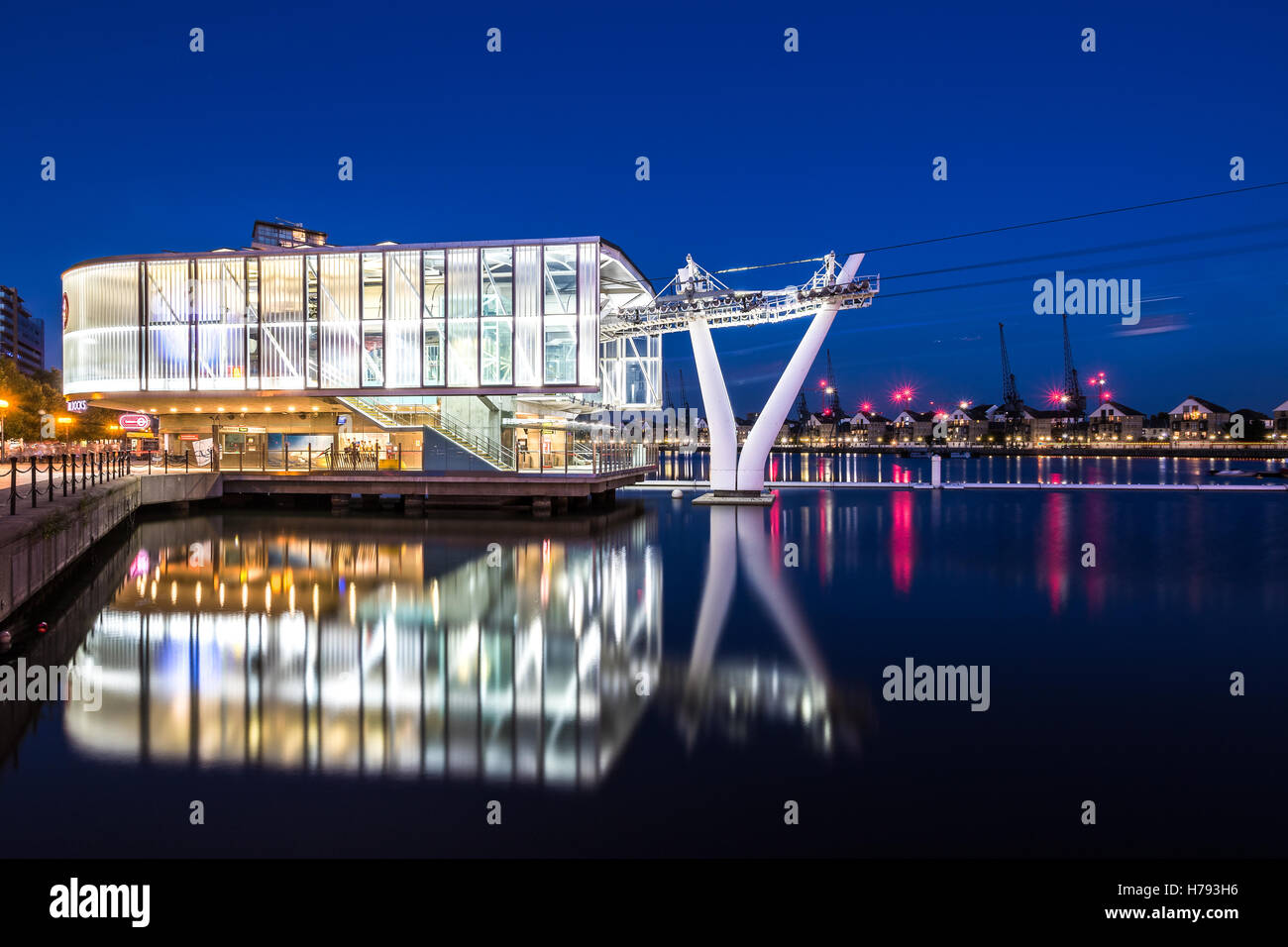 The Emirate Air Line or Thames Cable Car at sunset - Stock Image