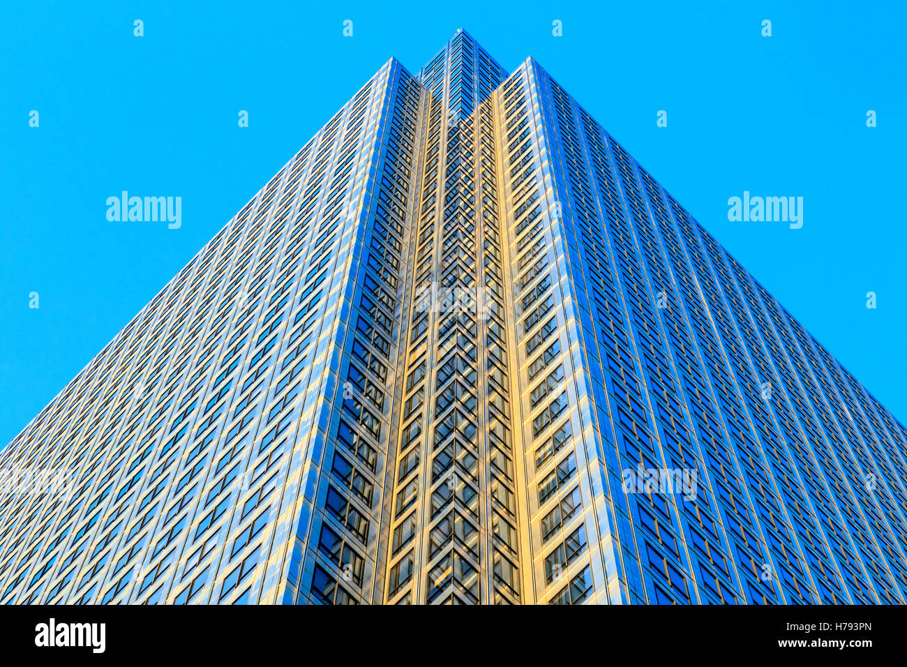 Exterior of One Canada Square in Canary Wharf, financial district in London - Stock Image