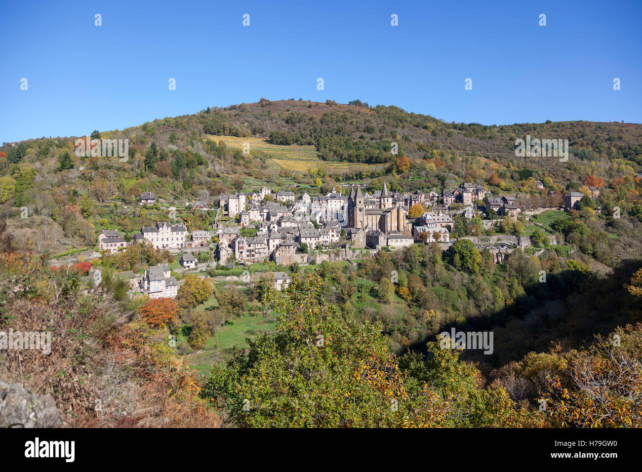 By an Autumnal morning, an overview on the village of Conques from the vantage point known as 'Bancarel' - Stock Image