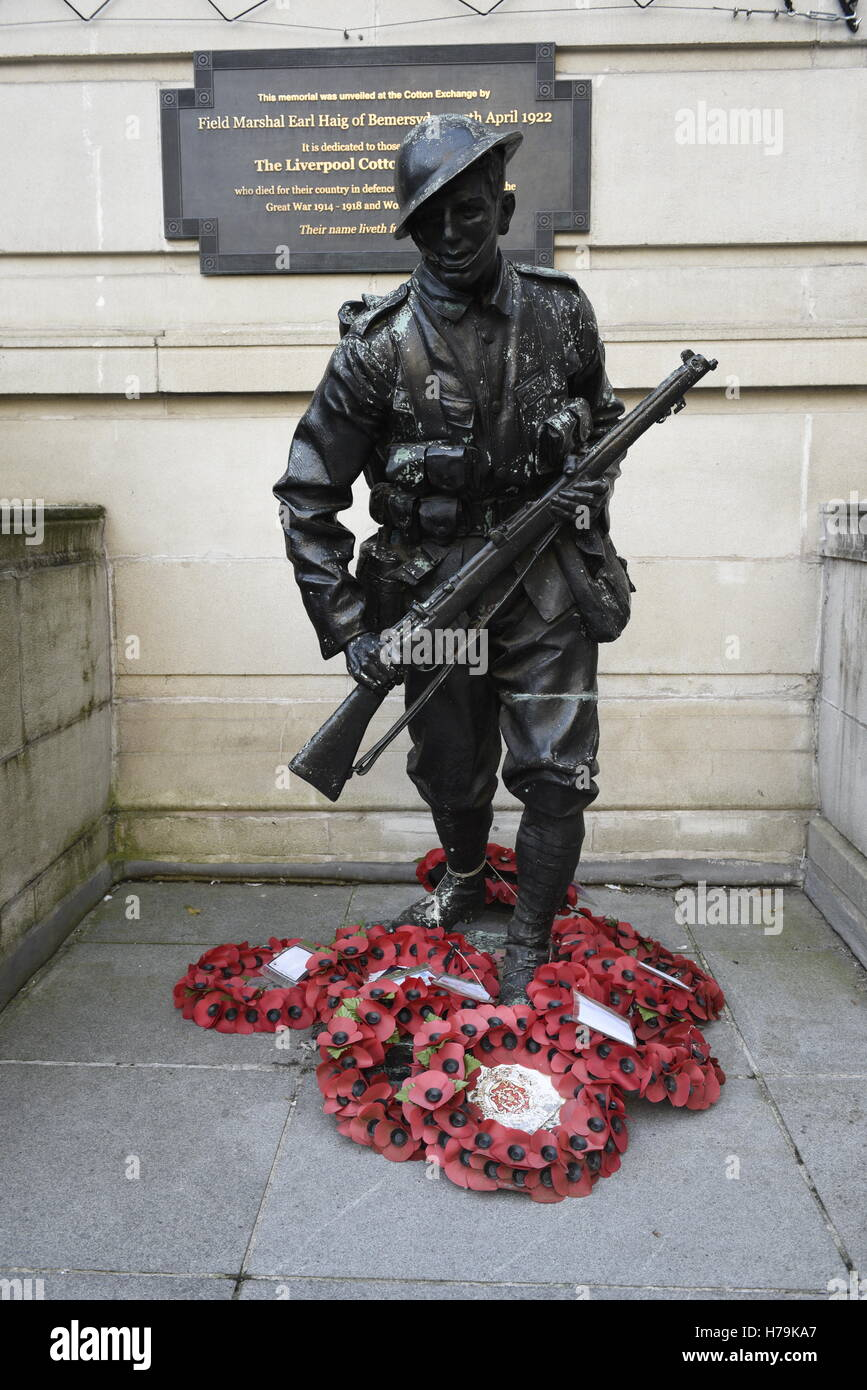Liverpool Cotton Association Soldier Statue, Exchange Flags, Liverpool. It shows a soldier in uniform advancing, - Stock Image