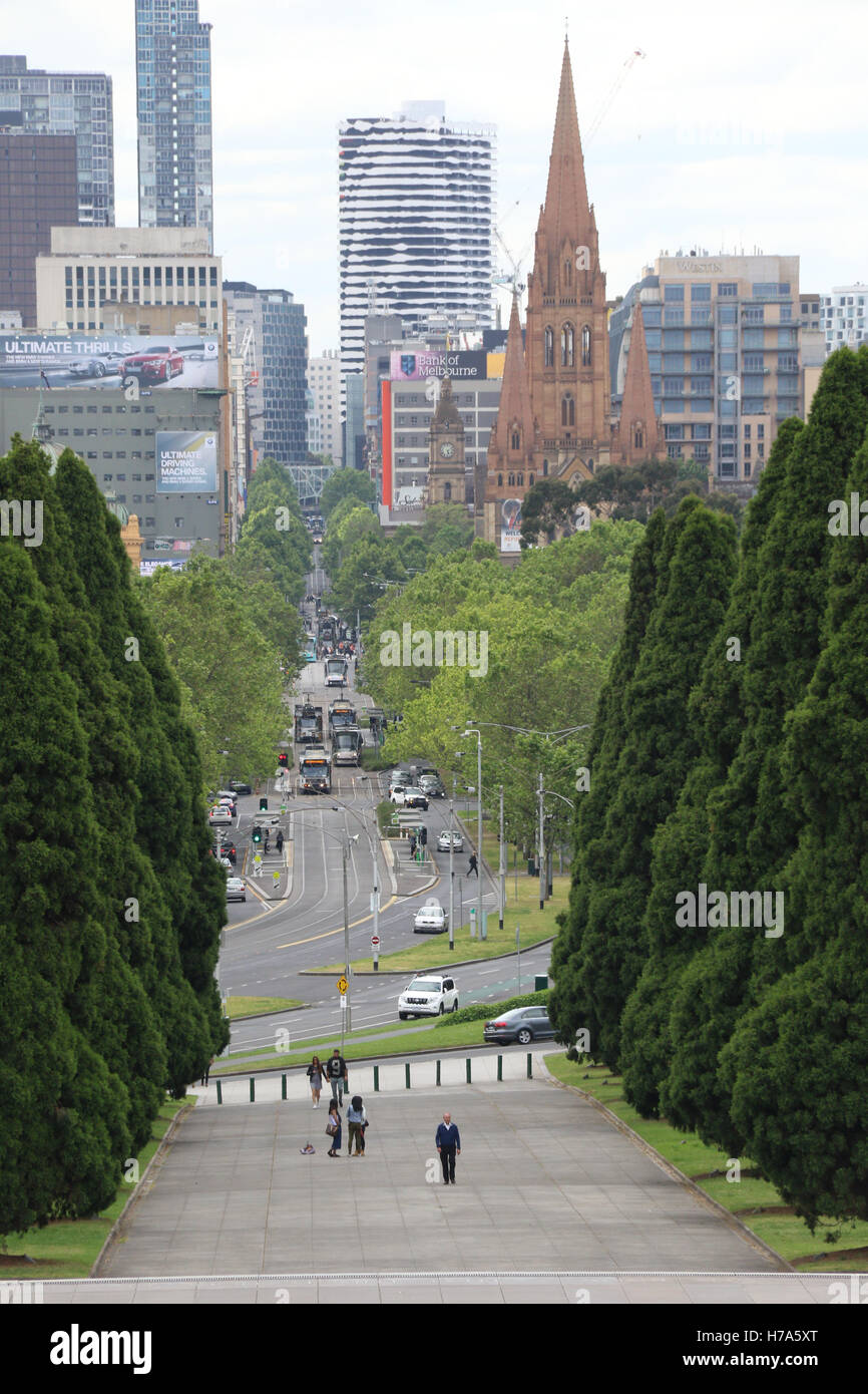 View looking down St Kilda Road from the Shrine of Remembrance, Melbourne. - Stock Image
