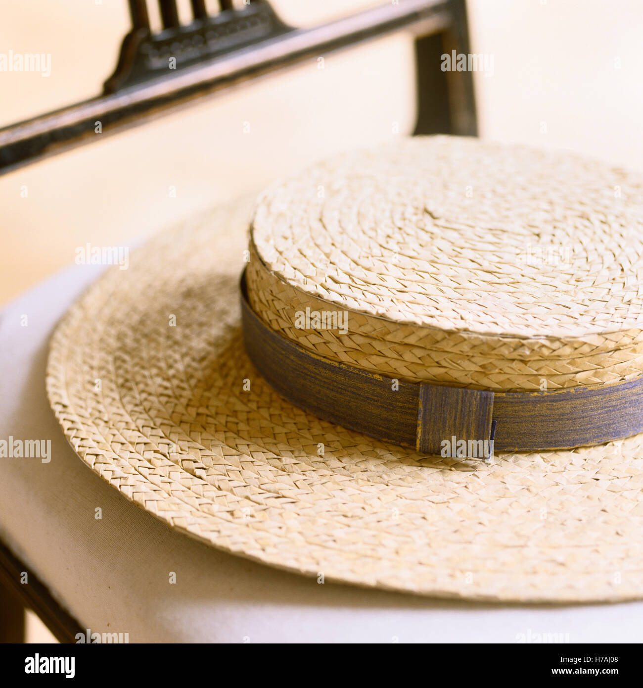 Straw boater hat with ribbon, historical replica by Isabelle de Borchgrave - Stock Image