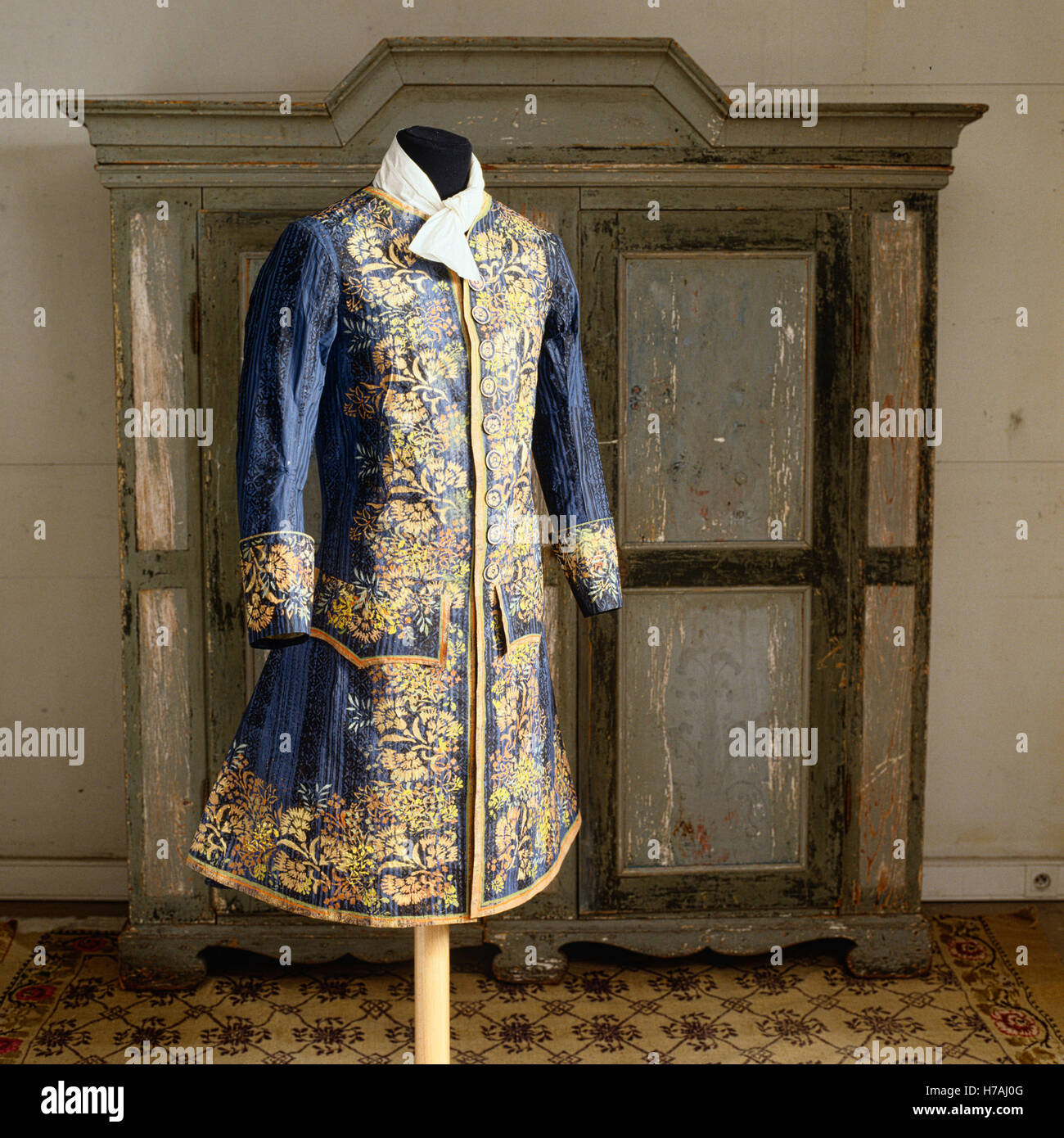 Blue jacket with yellow floral pattern, historical replica made of paper by Isabelle de Borchgrave - Stock Image