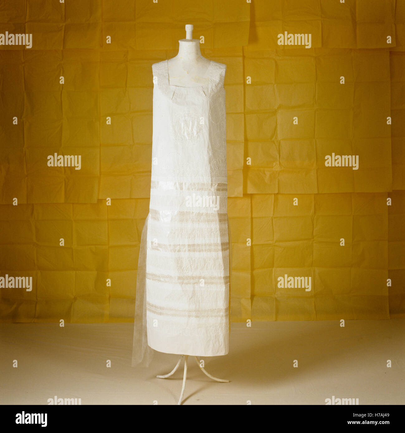 White sleeveless 1920s style historical replica paper dress by Isabelle de Borchgrave - Stock Image