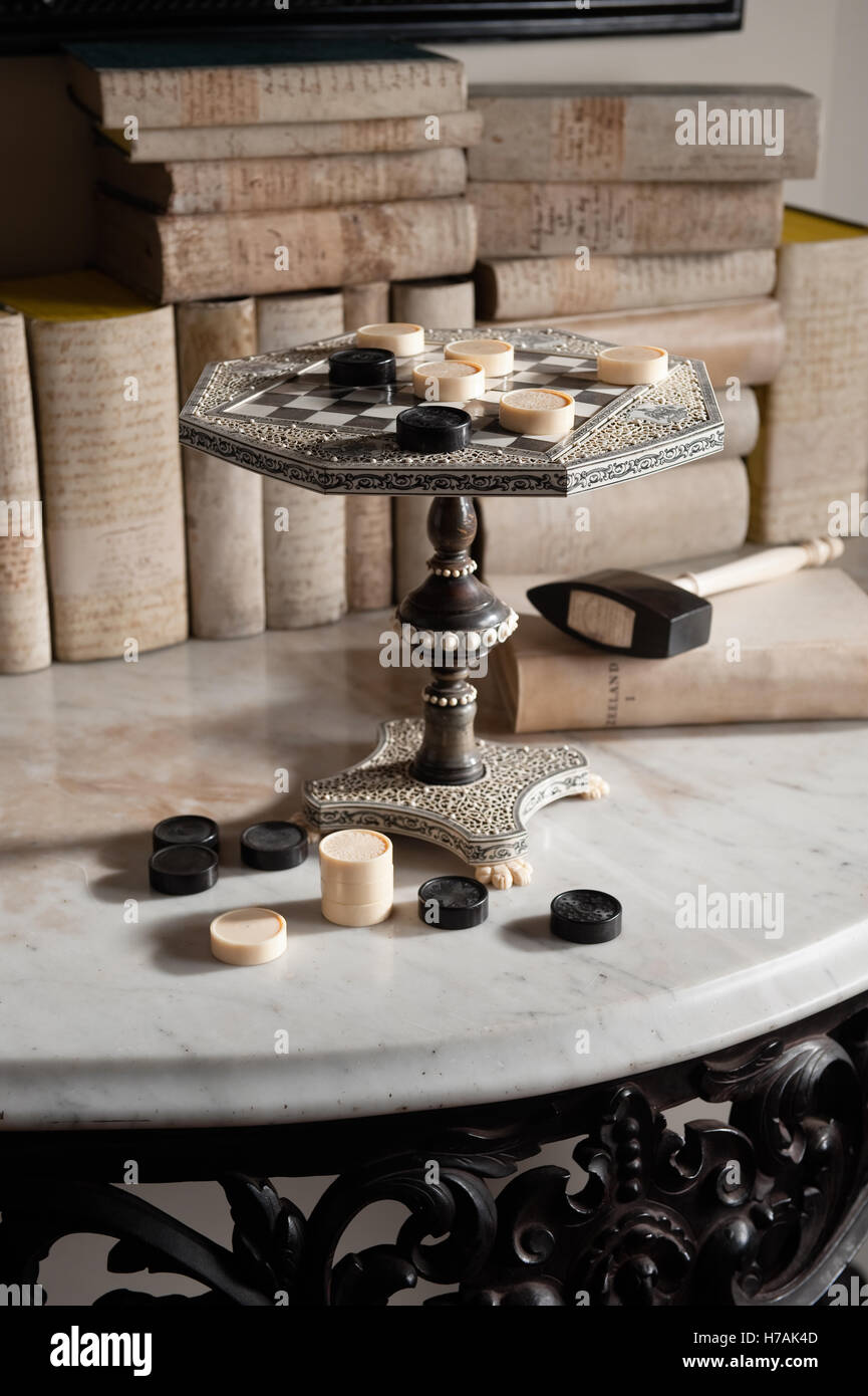 Anglo Indian Vizagapatam ivory and horn chess board in the form of miniature table Guinevere's antique shop - Stock Image