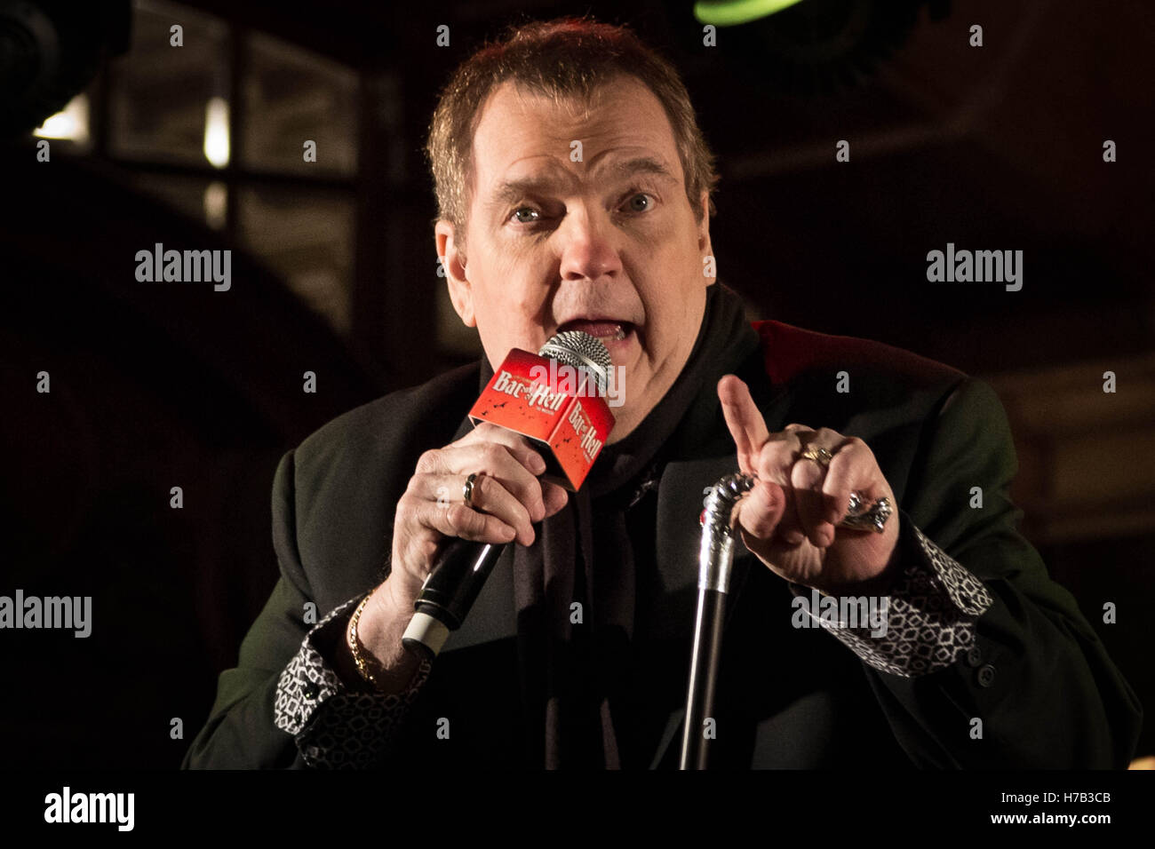 London, UK. 3rd November, 2016. Meat Loaf makes an appearance to promote the launch of Jim Steinman's Bat Out Of - Stock Image