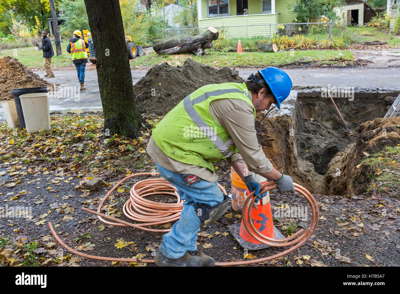 Flint, Michigan, USA. 3rd November, 2016. Large scale replacement of lead and galvanized steel water service lines - Stock Image