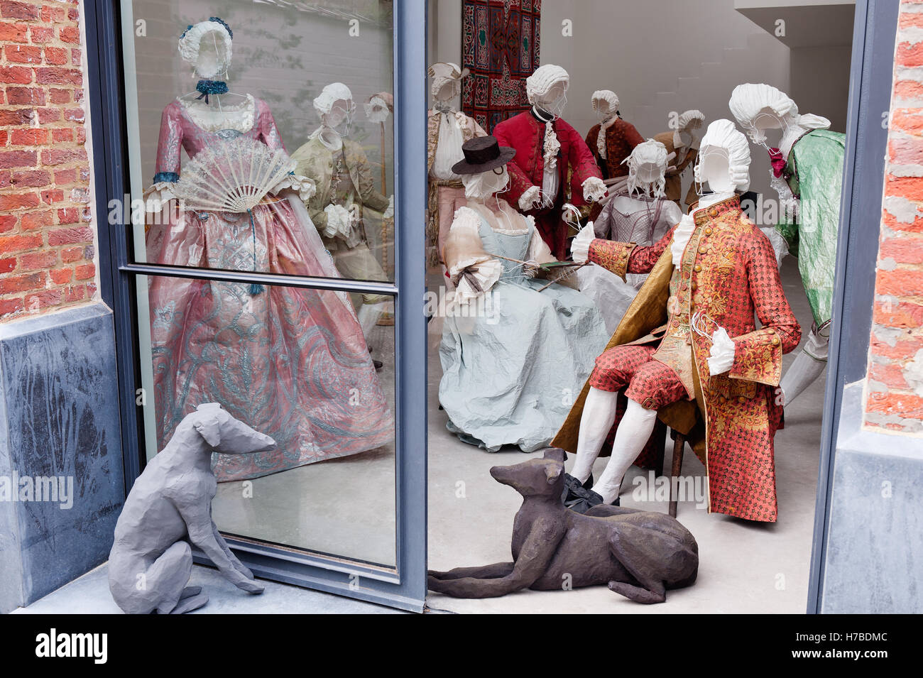 Room of wire models in historical replica paper garments at leisure, by Isabelle de Borchgrave - Stock Image
