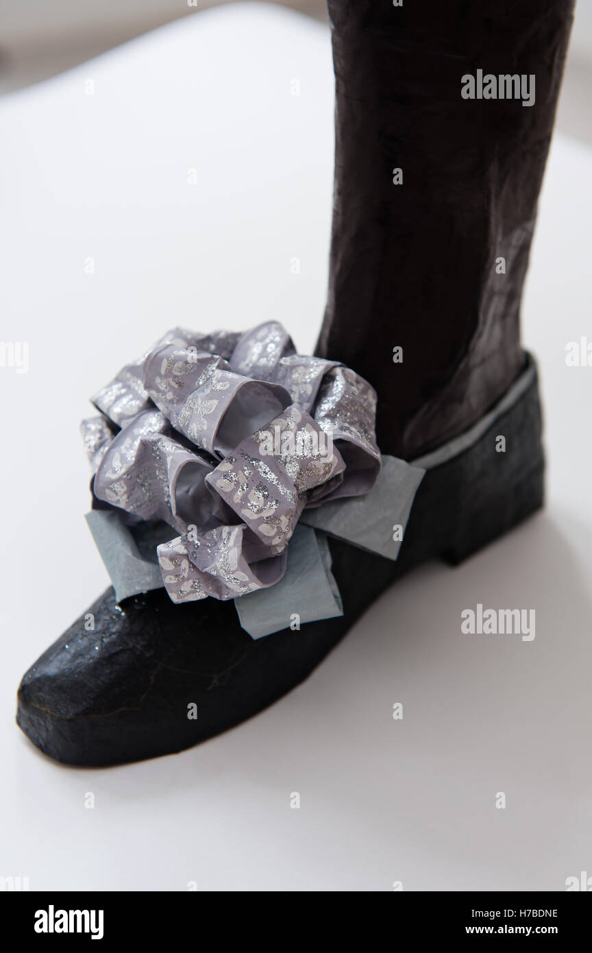 Black shoe with lilac bow, historical replica paper footwear, by Isabelle de Borchgrave - Stock Image