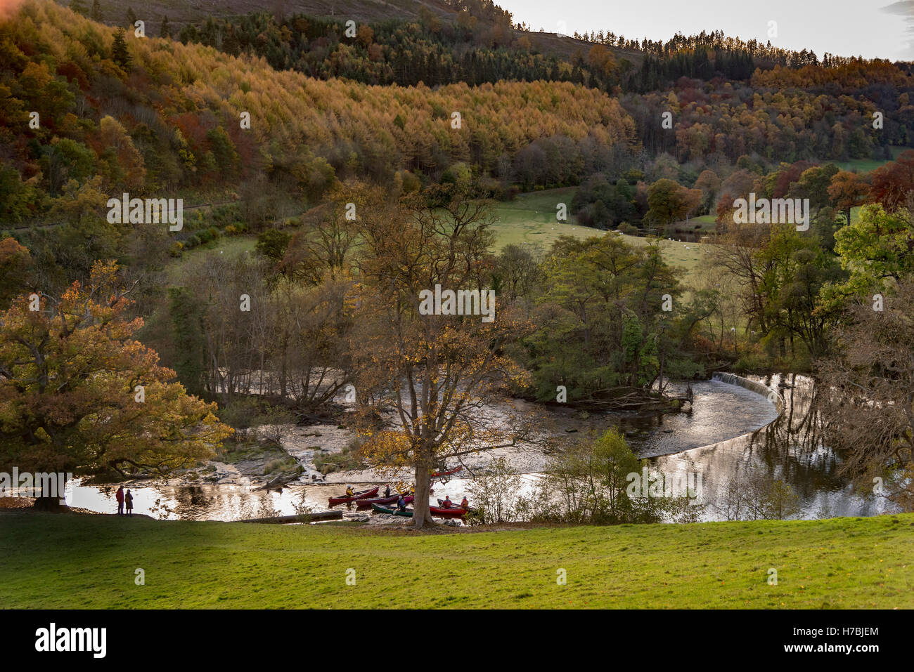 River Dee at llangollen Denbighshire North Wales. Autumn colours and leaves on the trees. Stock Photo