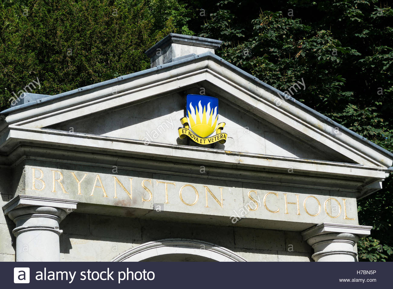 Coat of arms on the pediment over the gateway to Bryanston School, Blandford, Dorset - Stock Image