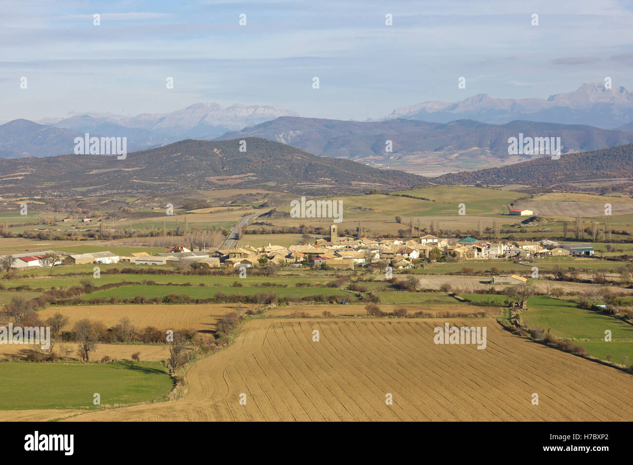 Rural village Bailo surrounded by farm lands in Huesca (Spain). - Stock Image