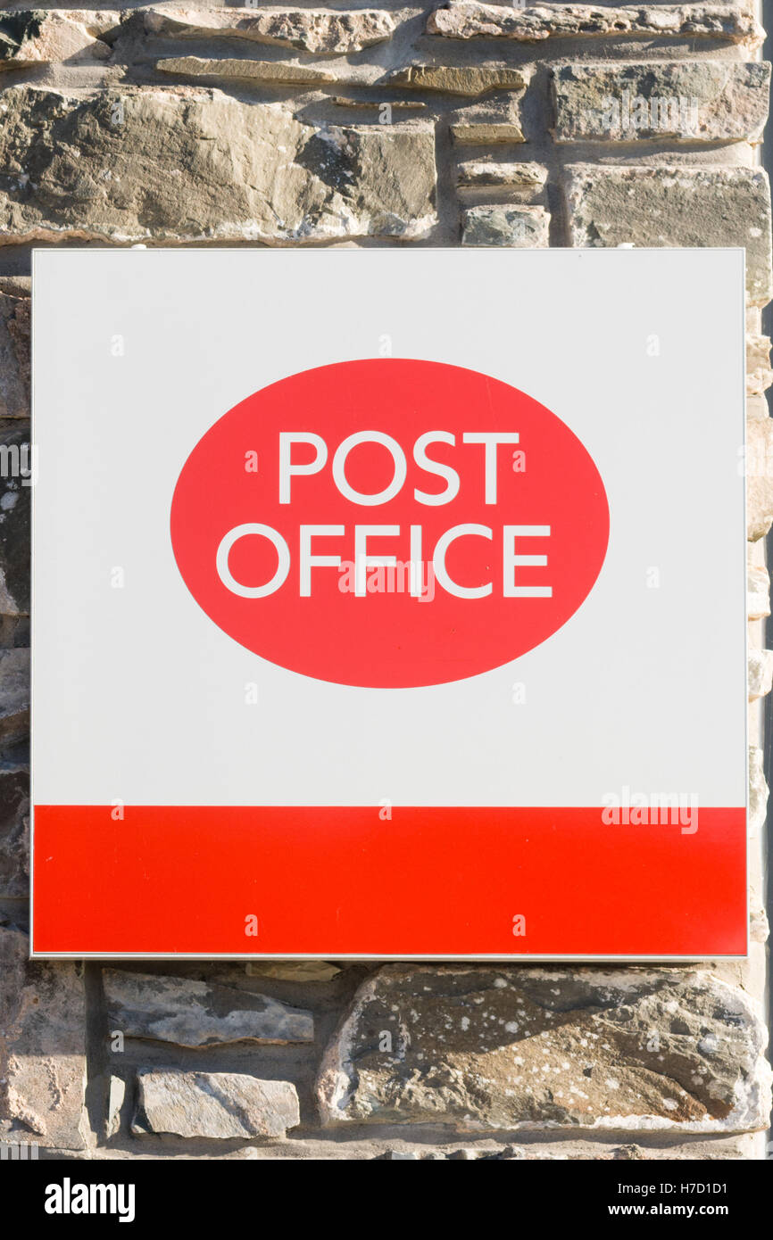 Post Office sign on stone wall - Stock Image