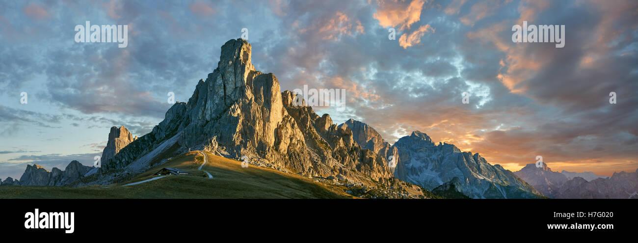 Nuvolau mountain at sunset above the Giau Pass (Passo di Giau), Colle Santa Lucia, Dolomites, Belluno, Italy - Stock Image