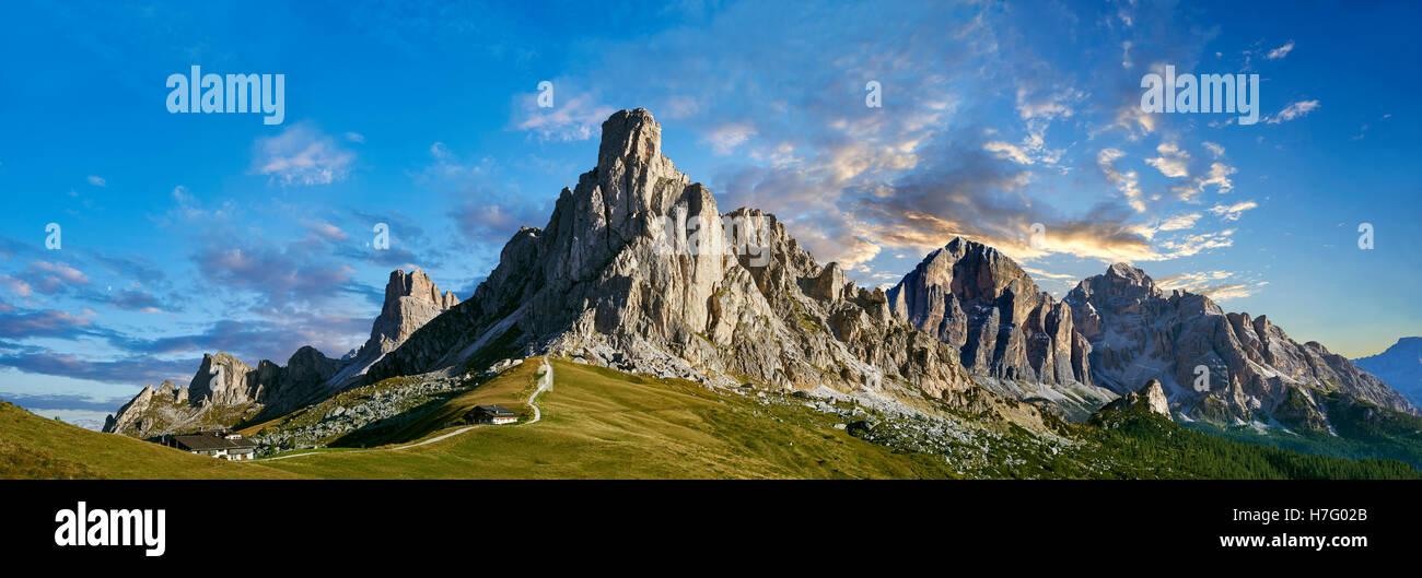 Nuvolau  mountain above the Giau Pass (Passo di Giau), Colle Santa Lucia, Dolomites, Belluno, Italy - Stock Image