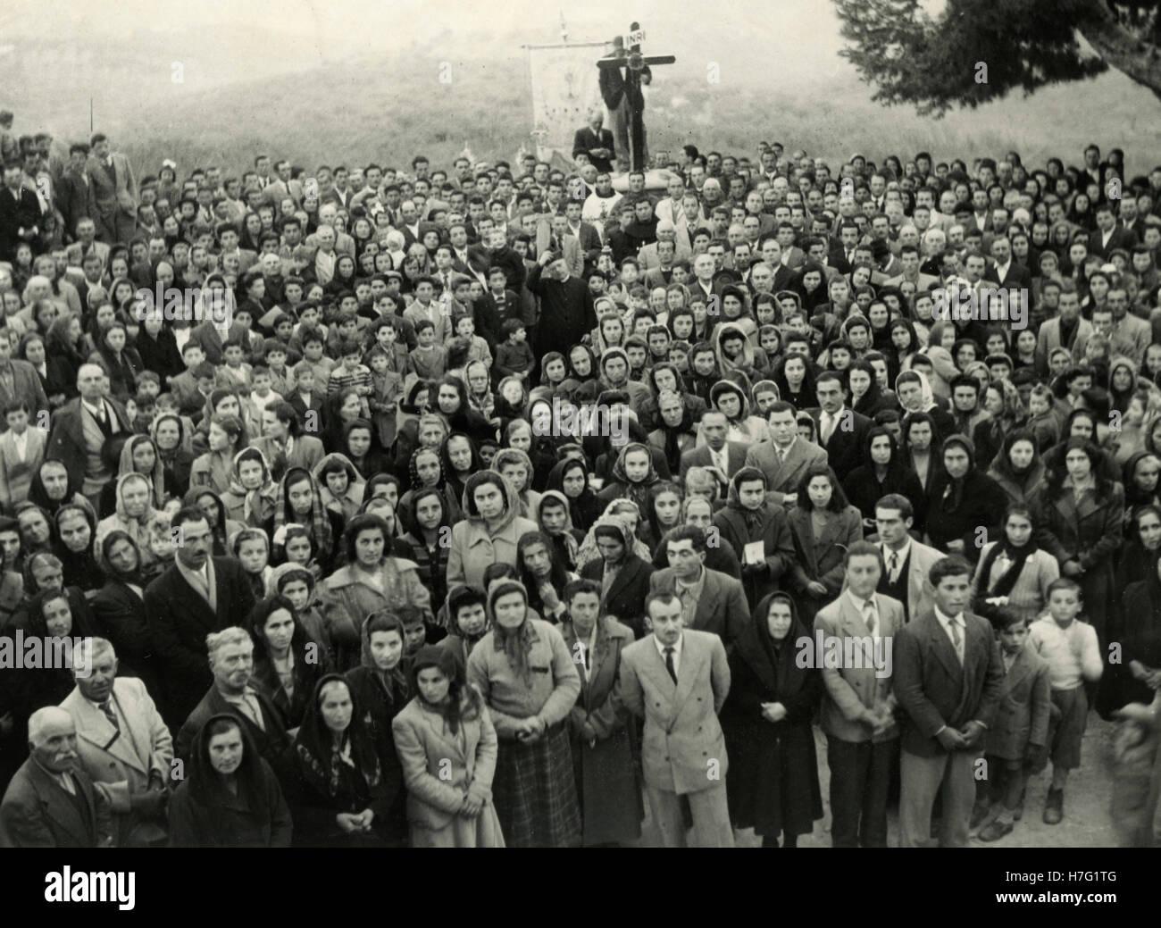Group of catholic pilgrims praying - Stock Image