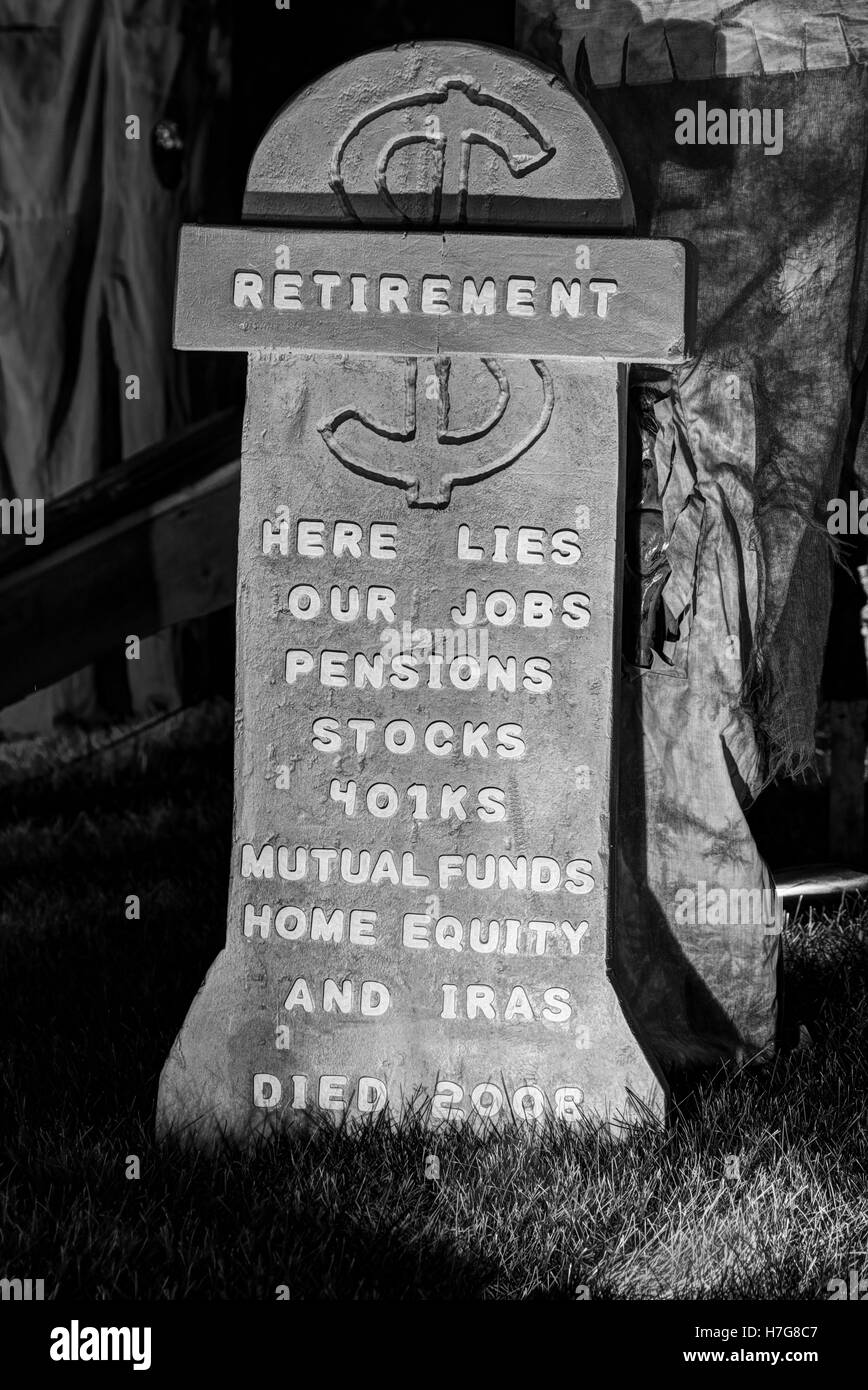 Retirement Tombstone. Halloween display lamenting the recession of 2008. Halloween yard display. - Stock Image