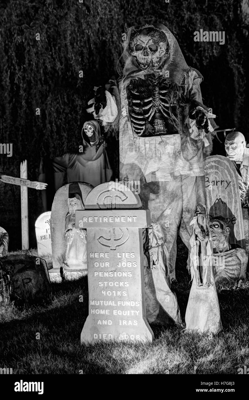 Retirement grave stone and zombie lamenting the recession of 2008. Halloween yard display. - Stock Image