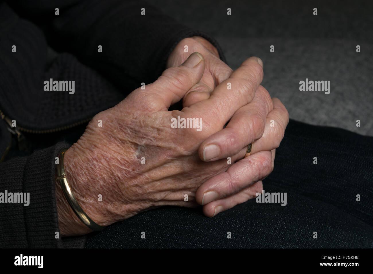 Old lady hands with arthritis aka osteoarthritis - Stock Image